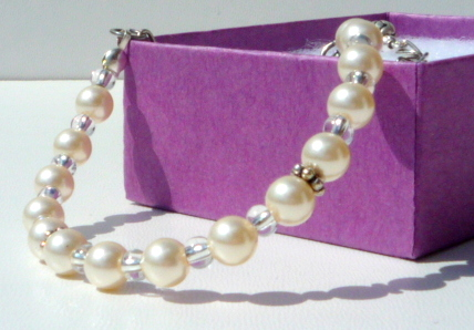 Pearl bridal bracelet, vintage inspired